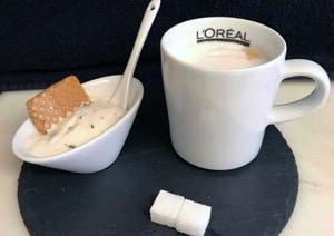 Lassen Sie sich vom mk Team mit kreativen Frisuren und leckeren Kaffeespezialitäten verwöhnen