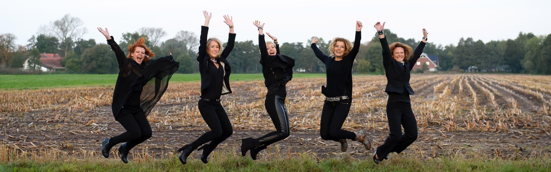 Das MK Team springt vor Freude